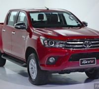 2016_Toyota_Hilux_gallery_Thailand_ 011