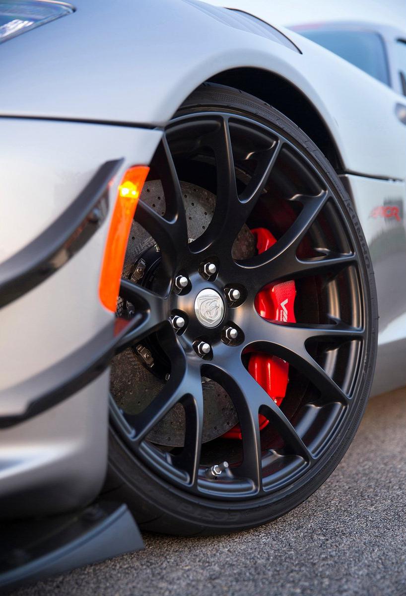 2016 Dodge Viper ACR – fastest street-legal Viper ever Image #337614