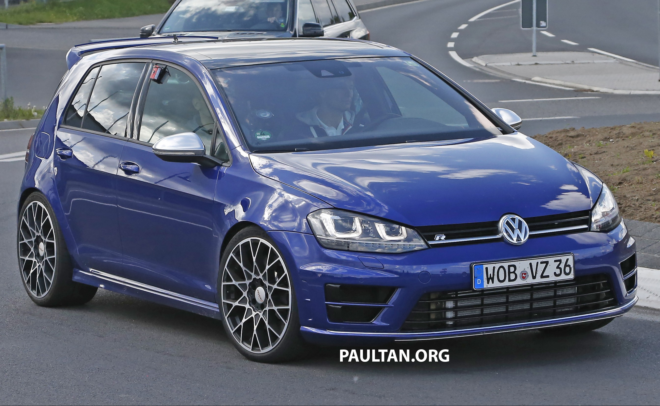 spied volkswagen golf r 400 caught at the ring image 341128. Black Bedroom Furniture Sets. Home Design Ideas