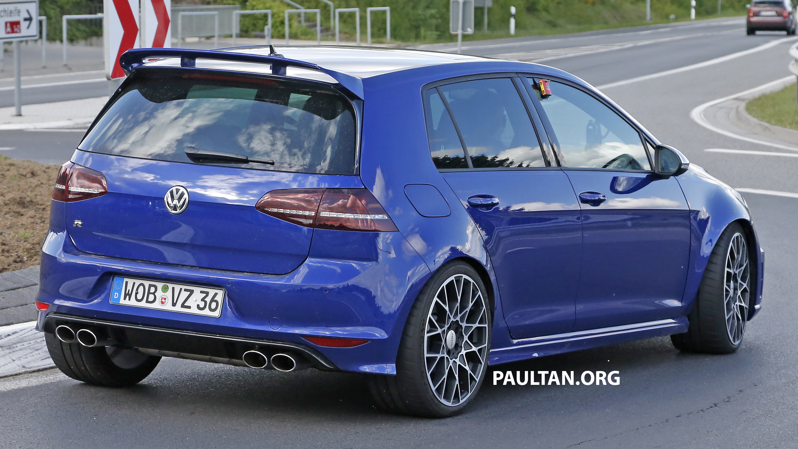 spied volkswagen golf r 400 caught at the ring image 341134. Black Bedroom Furniture Sets. Home Design Ideas