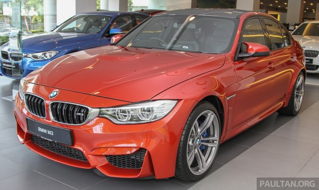 bmw-m3-sedan-showroom 2