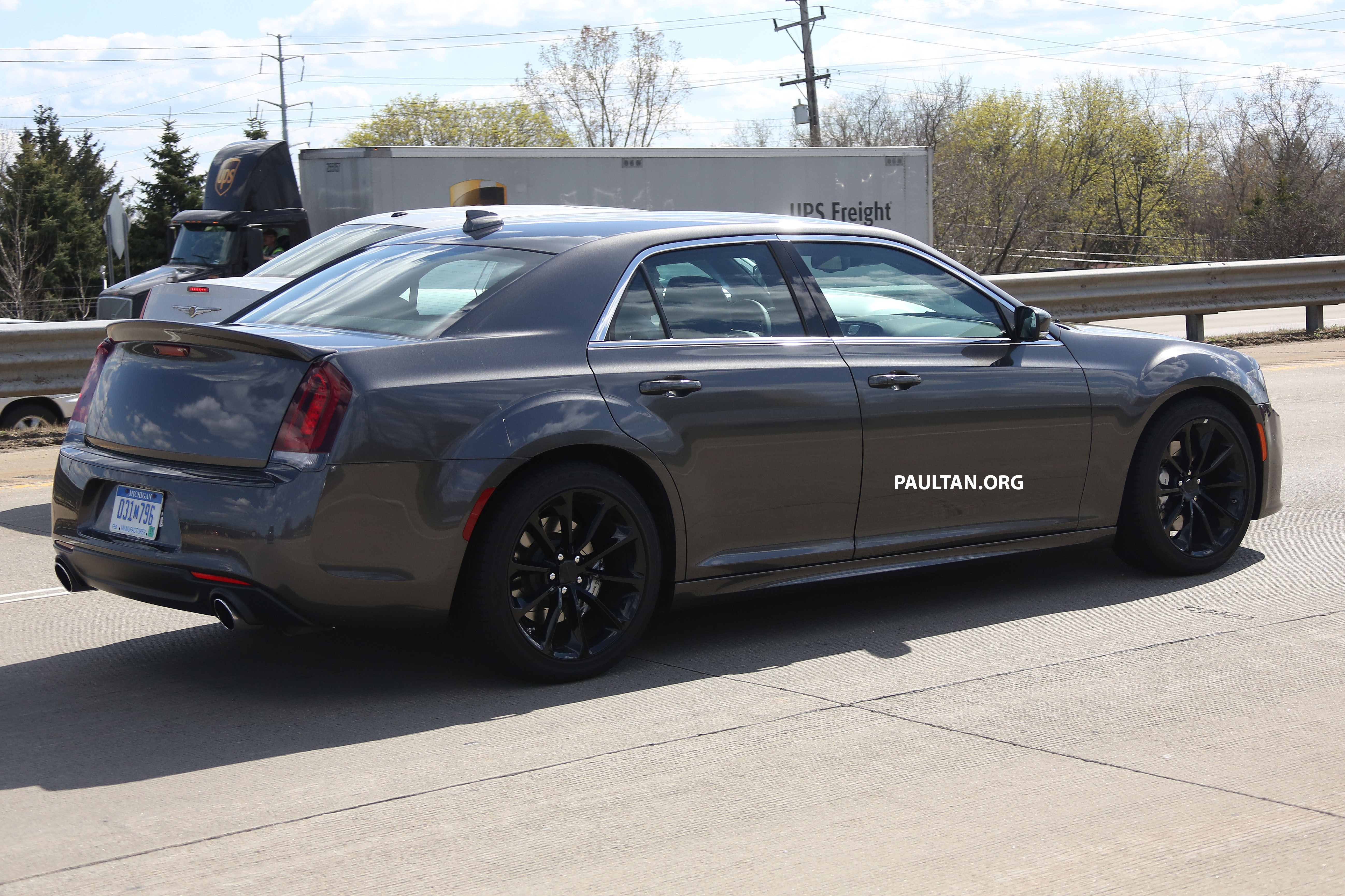 Chrysler 300srt >> SPYSHOTS: 2016 Chrysler 300 SRT spotted in Motown Paul Tan - Image 335670