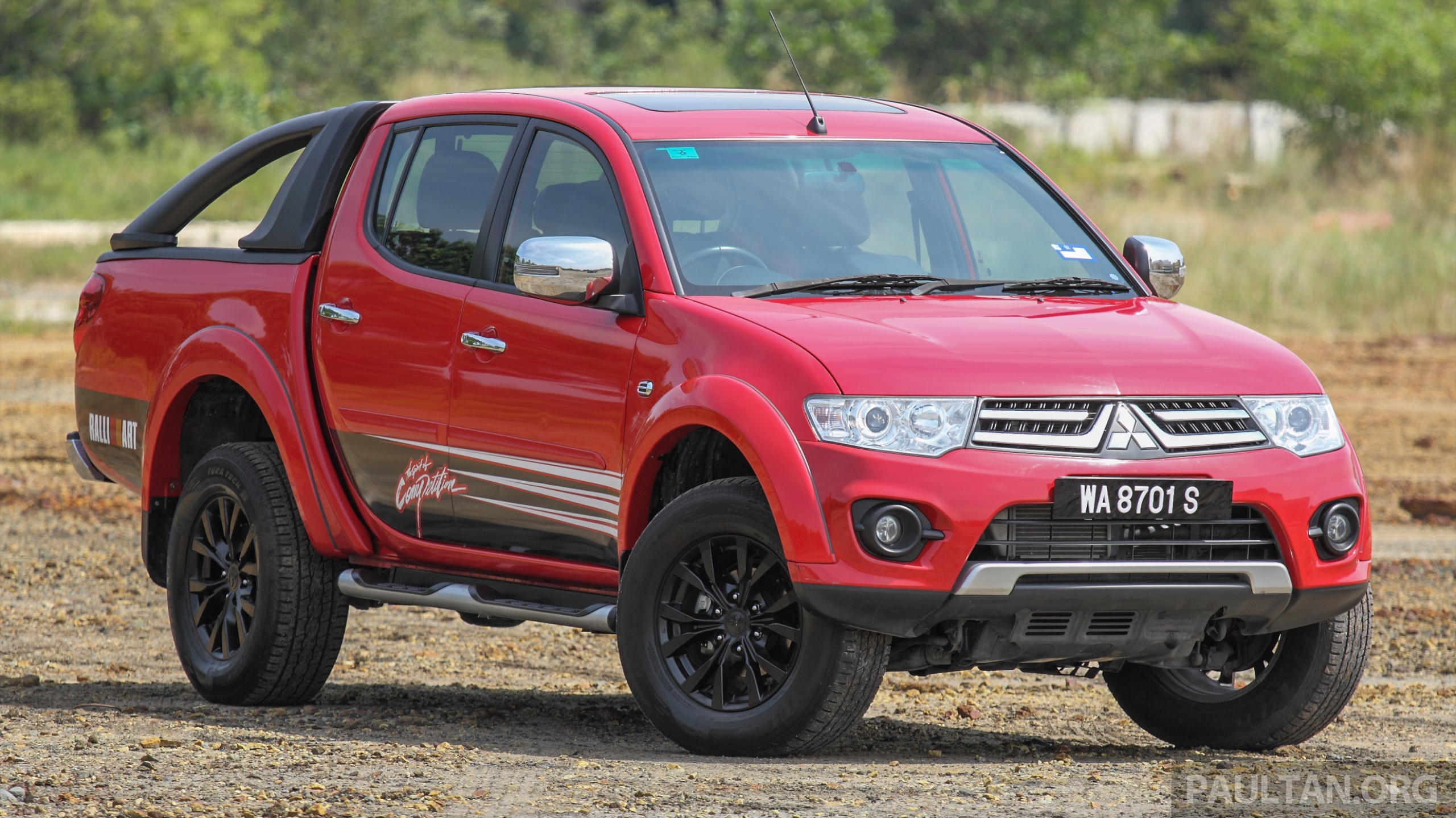 Gallery New And Old Mitsubishi Triton Side By Side Image