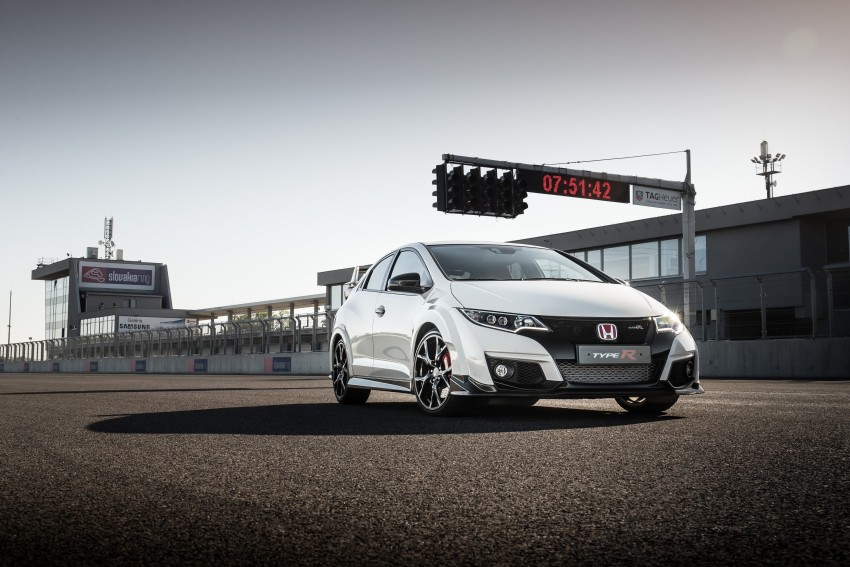 2015 Honda Civic Type R detailed for the Euro market Image #345454