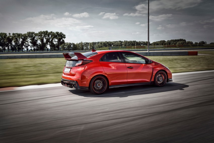 2015 Honda Civic Type R detailed for the Euro market Image #345846