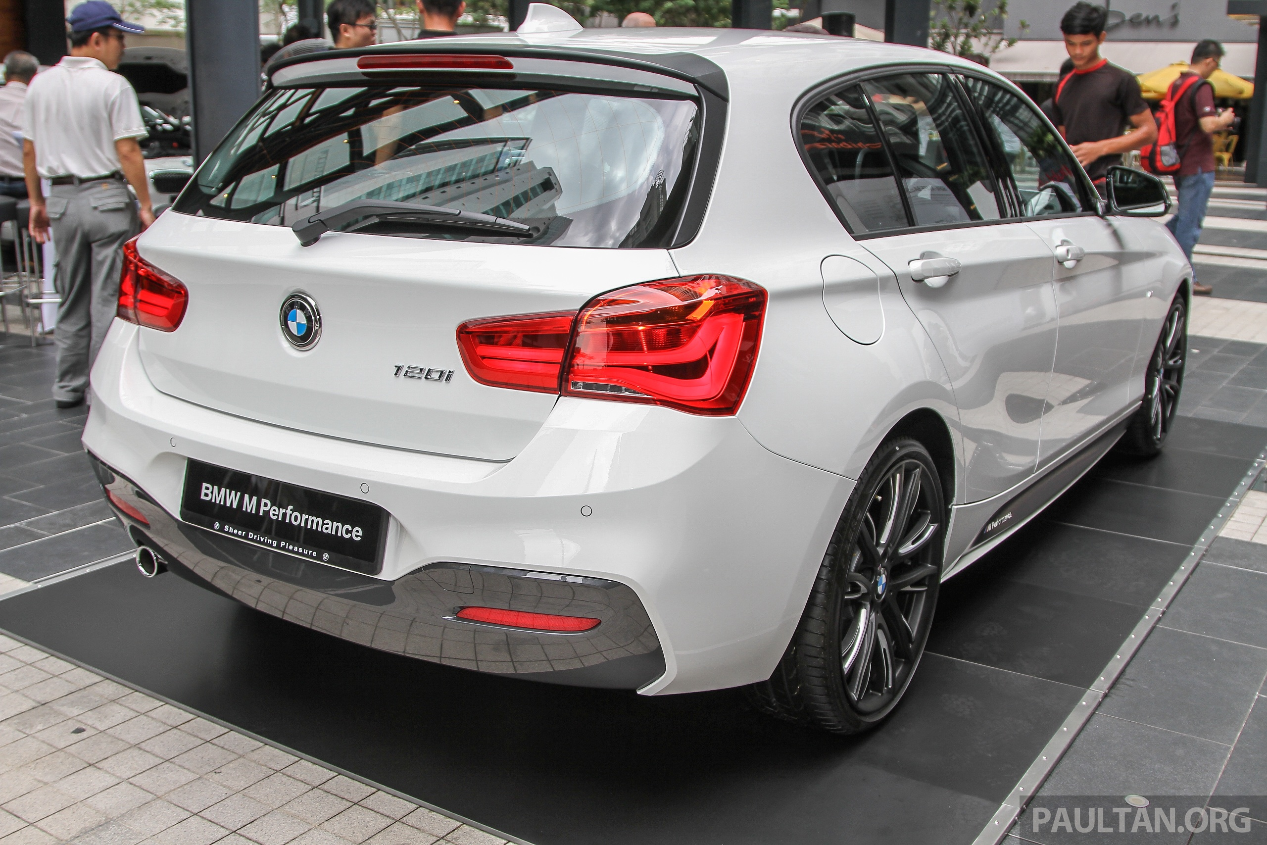 bmw 1 series facelift launched 120i m sport rm220k image 349869. Black Bedroom Furniture Sets. Home Design Ideas