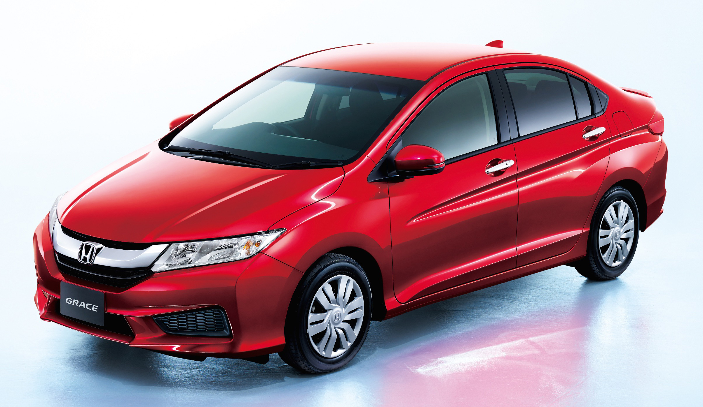 Honda Grace LX launched in Japan: it's a City petrol!