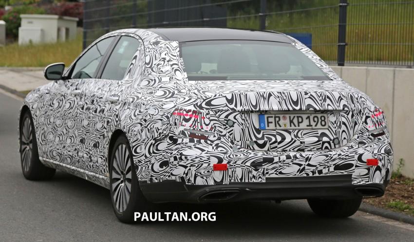 SPYSHOTS: W213 Mercedes-Benz E-Class strips camo Image #354678