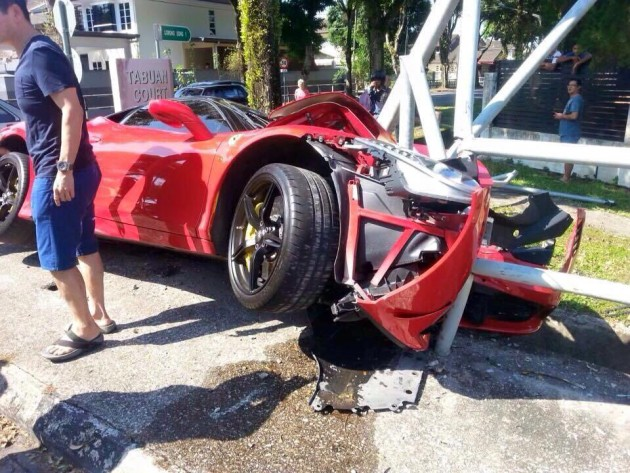 ferrari-458-speciale-accident-kuching-3
