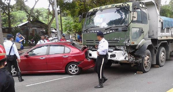 lorry crash KL 10