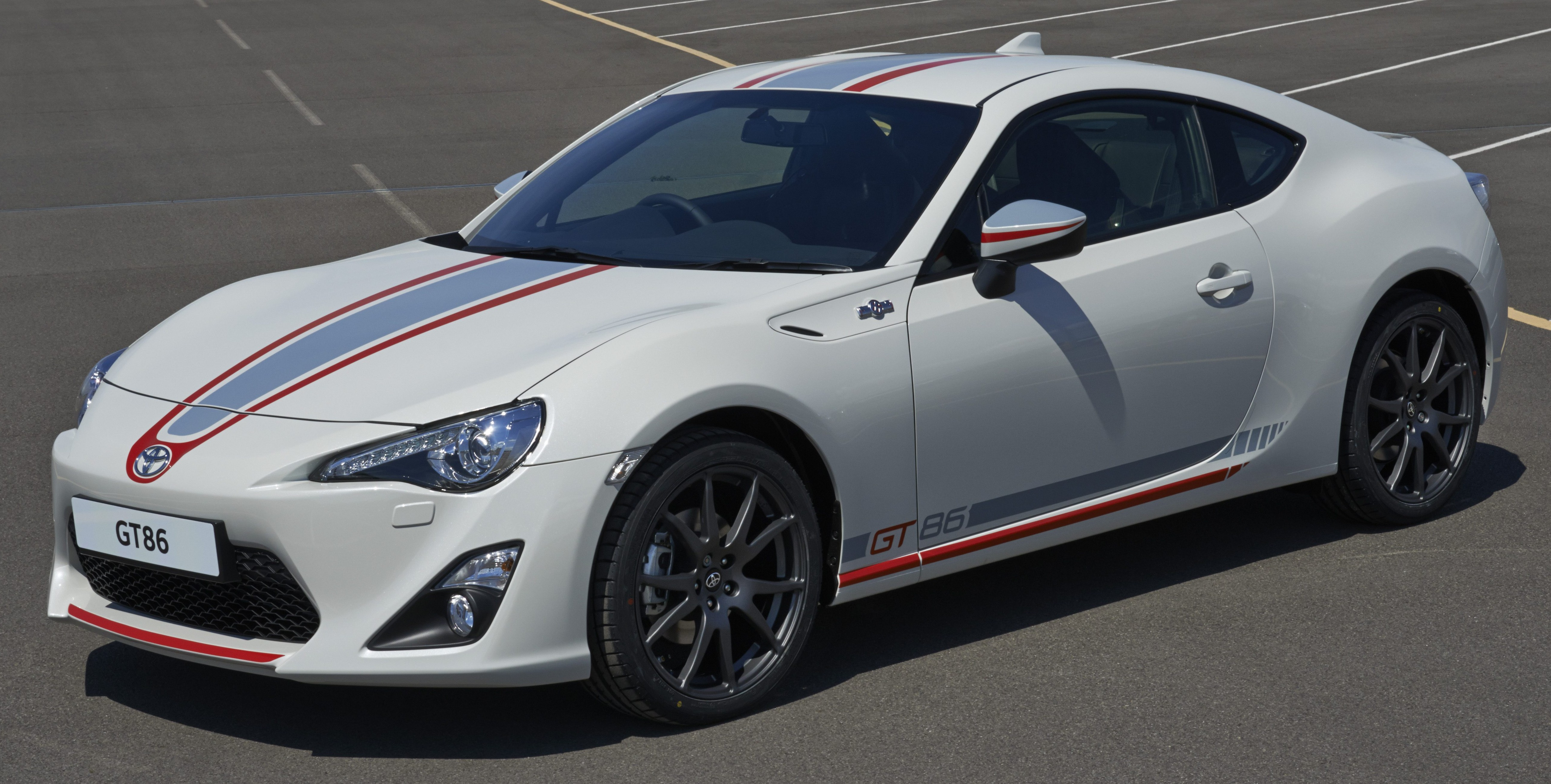 toyota gt86 blanco special edition unveiled in the uk. Black Bedroom Furniture Sets. Home Design Ideas