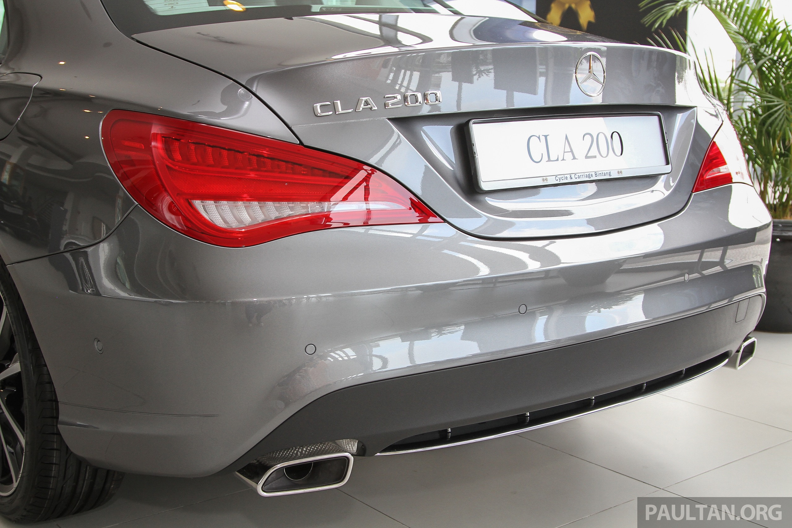 Cla 2018 Mercedes >> 2015 Mercedes-Benz CLA 200 receives new steering wheel, carbon trim and larger screen; same ...