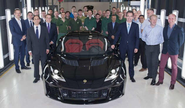first-lotus-evora-400-production-hethel