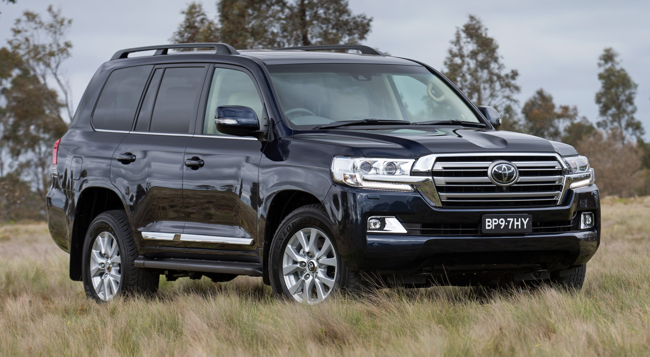 2016 Toyota Land Cruiser - the J200 facelift debuts
