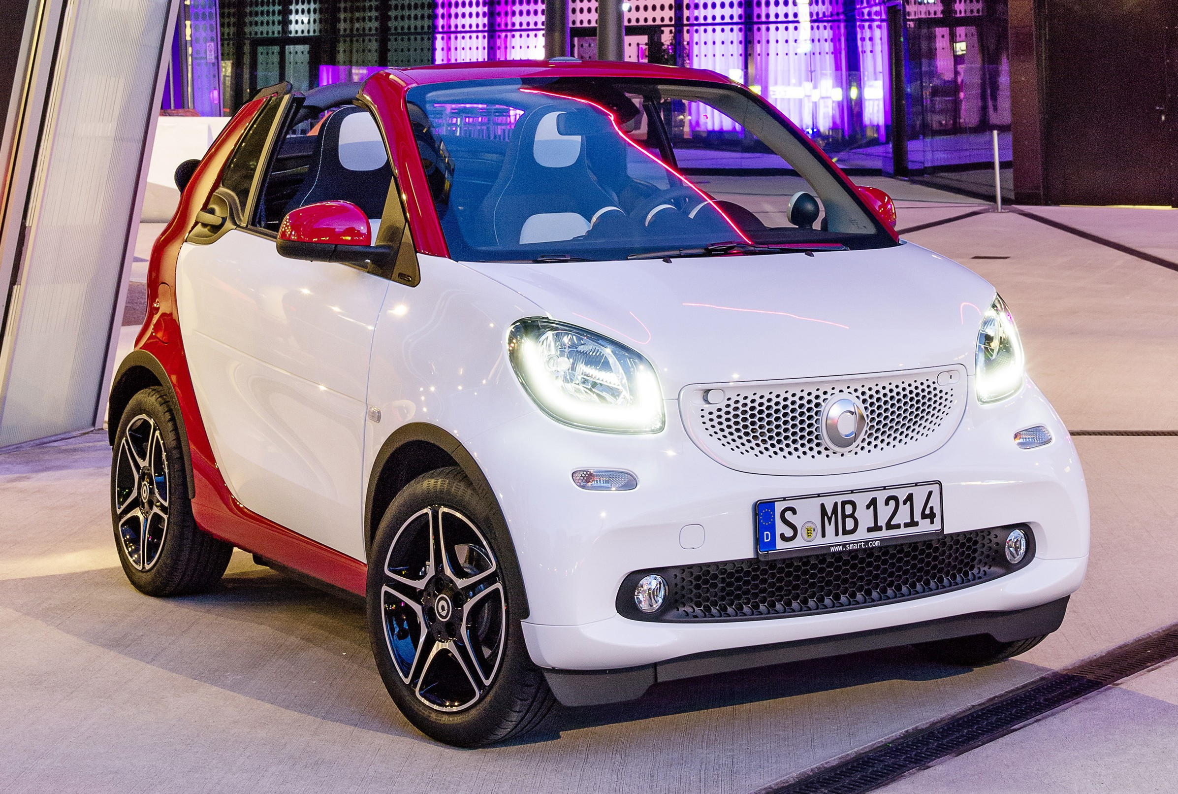 2016 smart fortwo cabrio revealed debuts in frankfurt. Black Bedroom Furniture Sets. Home Design Ideas
