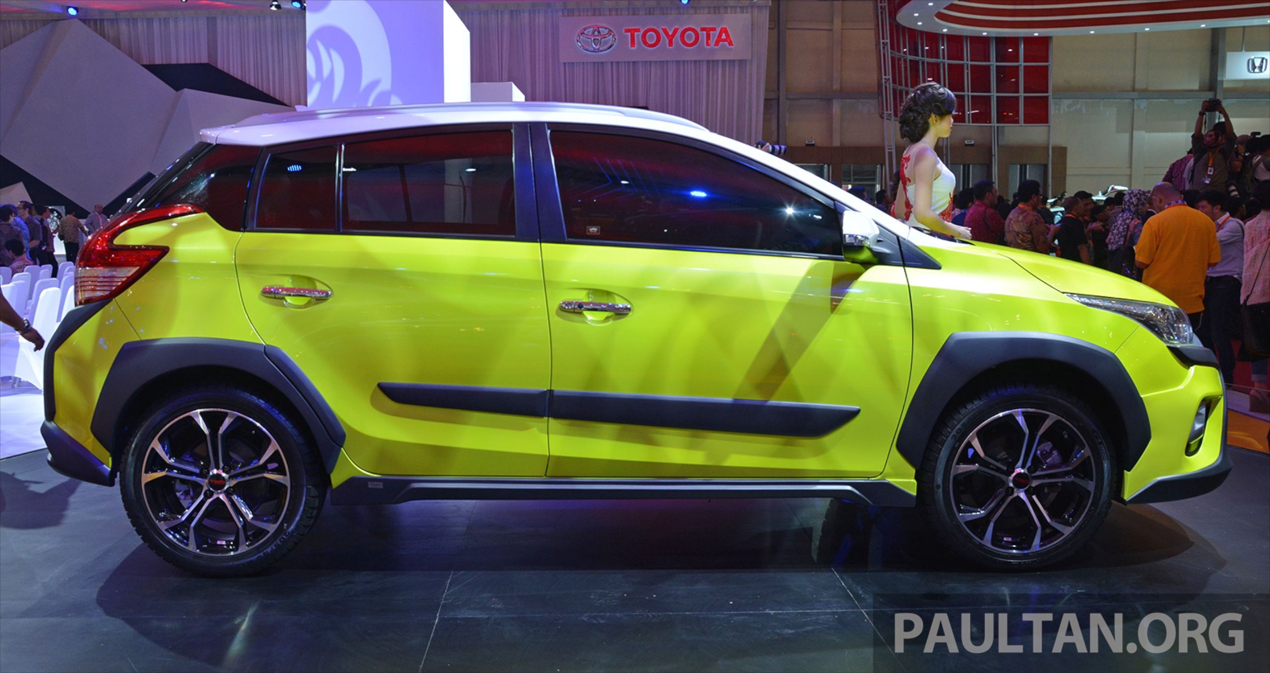 2015 Toyota Suv >> GIIAS 2015: Toyota Yaris Heykers Concept, SUV looks Image 369269