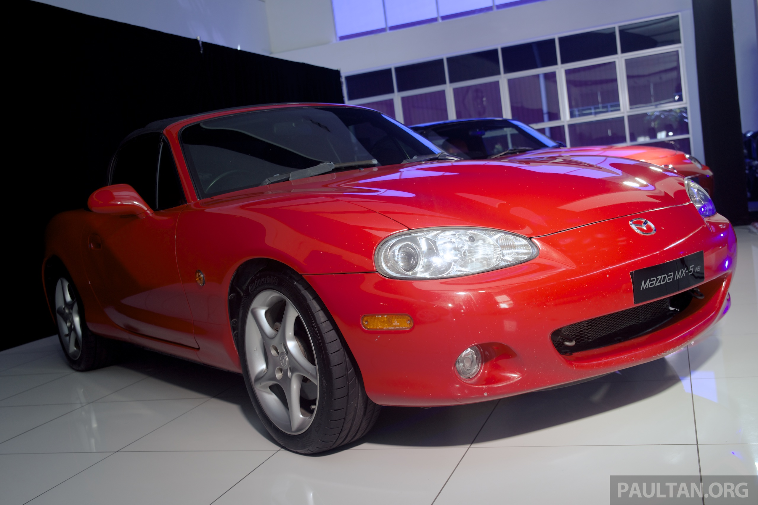 gallery mazda mx 5 through the years na nb nc image 370000. Black Bedroom Furniture Sets. Home Design Ideas