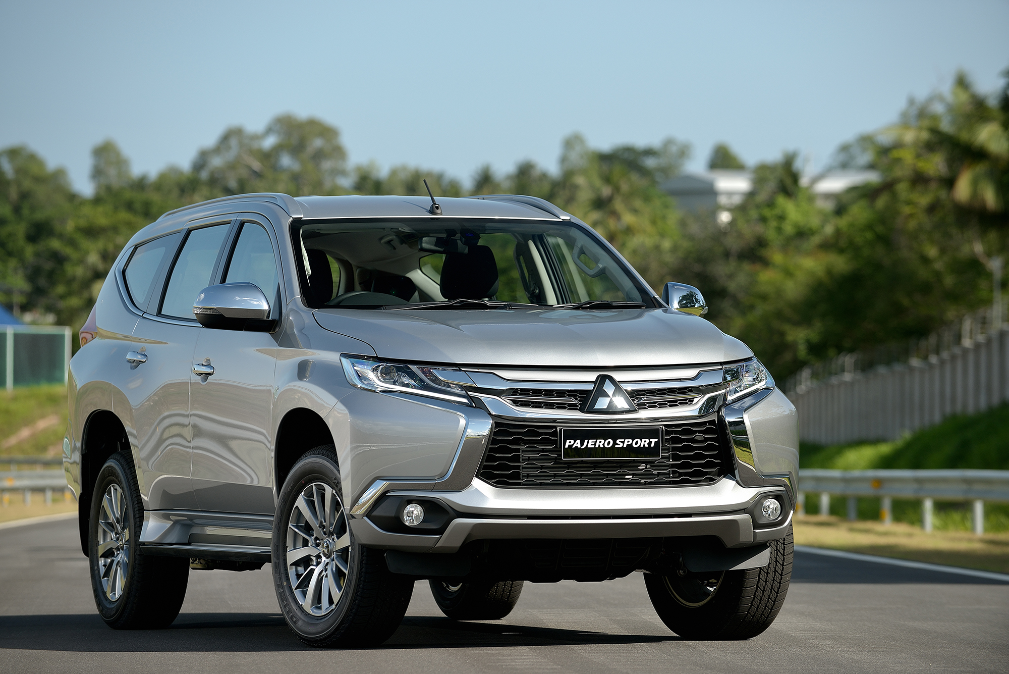 Mitsubishi Suv 2015 >> 2016 Mitsubishi Pajero Sport – new Triton-based ladder frame SUV makes global debut in Thailand ...