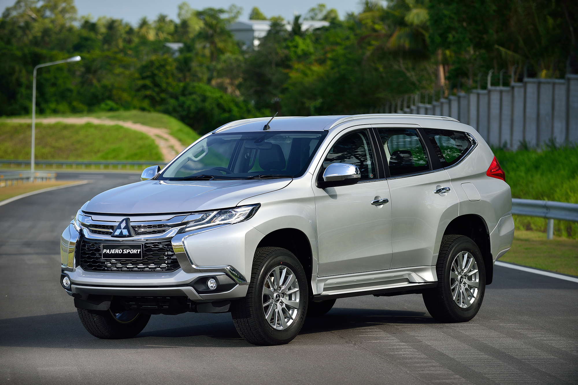 2016 Mitsubishi Pajero Sport New Triton Based Ladder