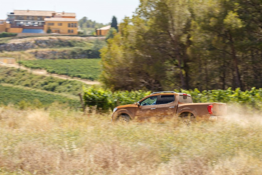 GALLERY: Nissan Navara NP300 sets foot in Europe Image #370493