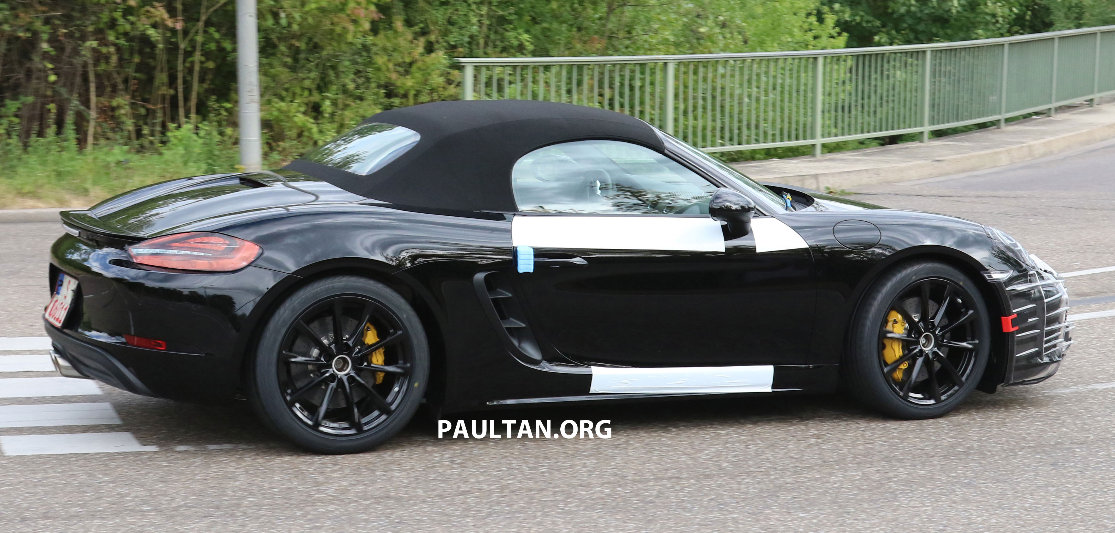 Spyshots 2016 Porsche Boxster Facelift Drops Camo Paul