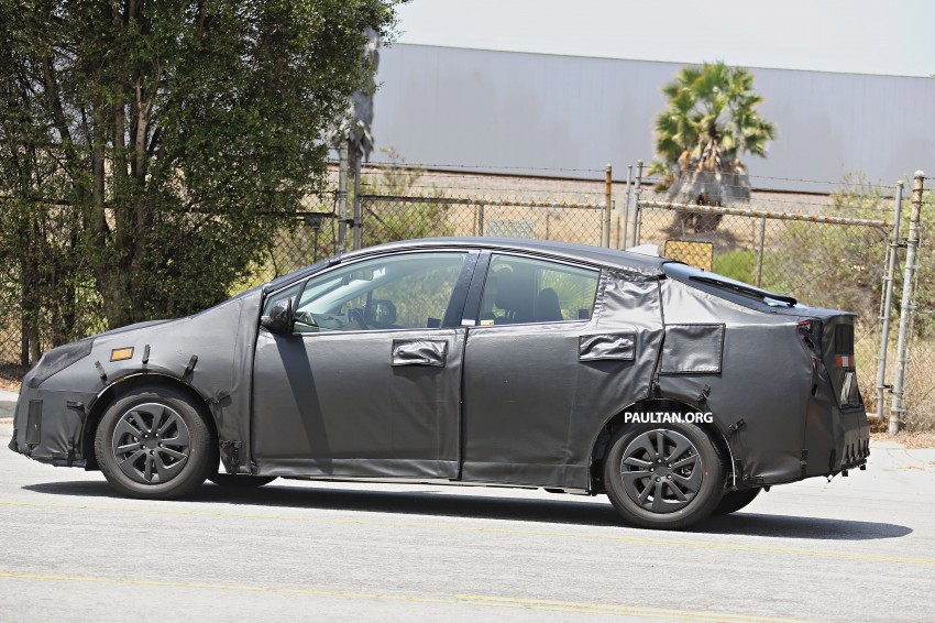 SPIED: 2016 Toyota Prius shows interior for first time! Image #367261