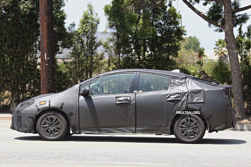 SPIED: 2016 Toyota Prius shows interior for first time! Image #367260