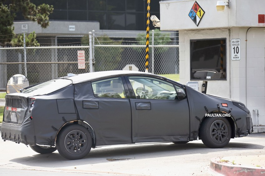 SPIED: 2016 Toyota Prius shows interior for first time! Image #367258