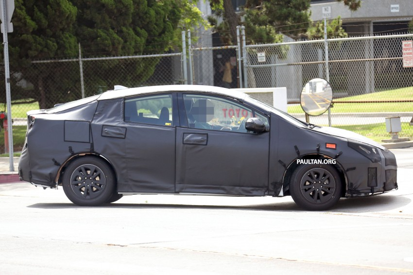 SPIED: 2016 Toyota Prius shows interior for first time! Image #367257