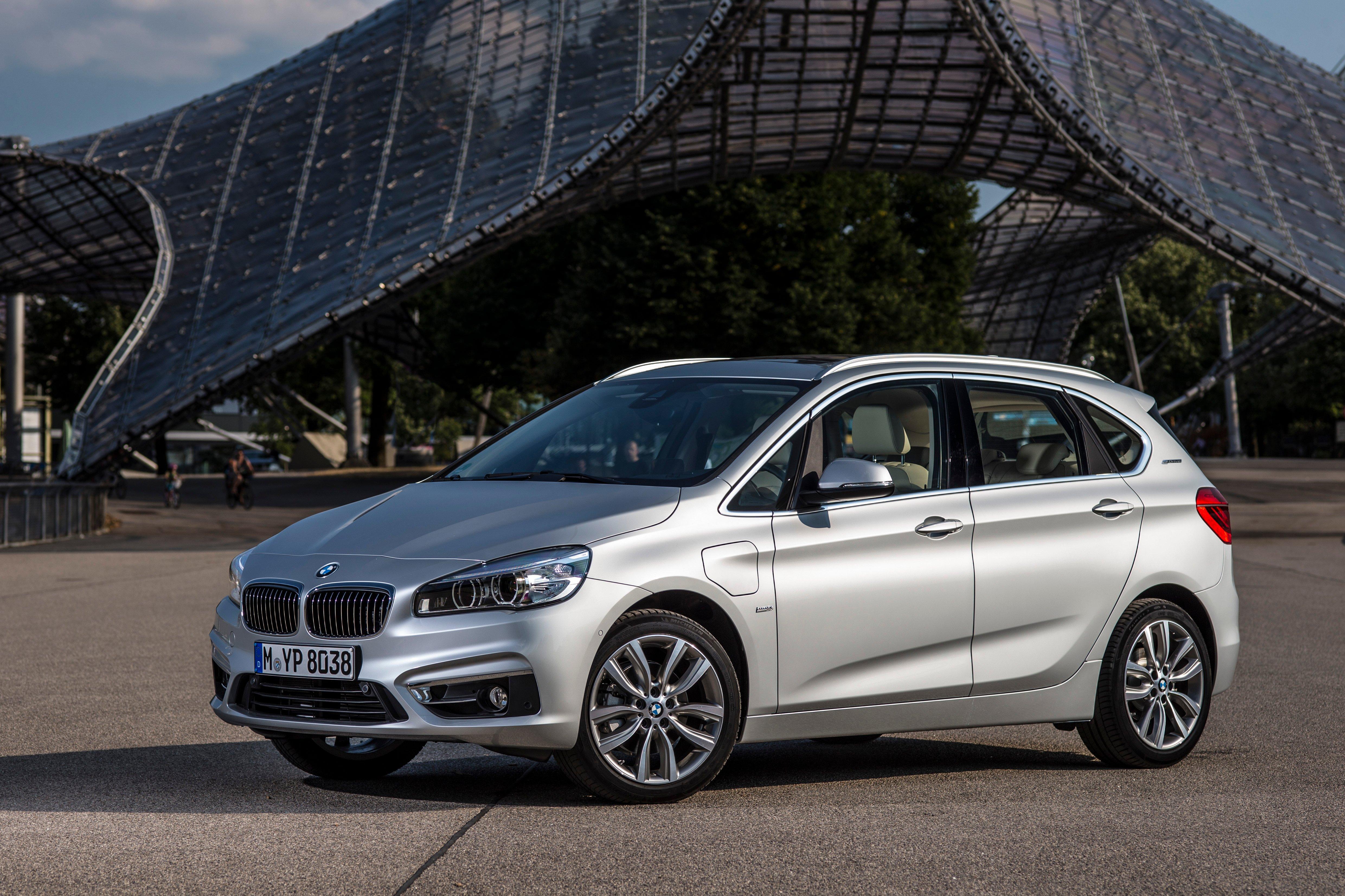 F45 BMW 225xe Active Tourer Plug-in Hybrid debuts Paul Tan ...