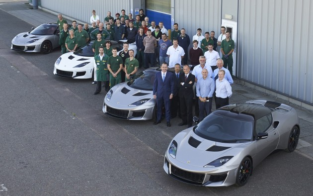 Lotus-Evora-400-rolls-out