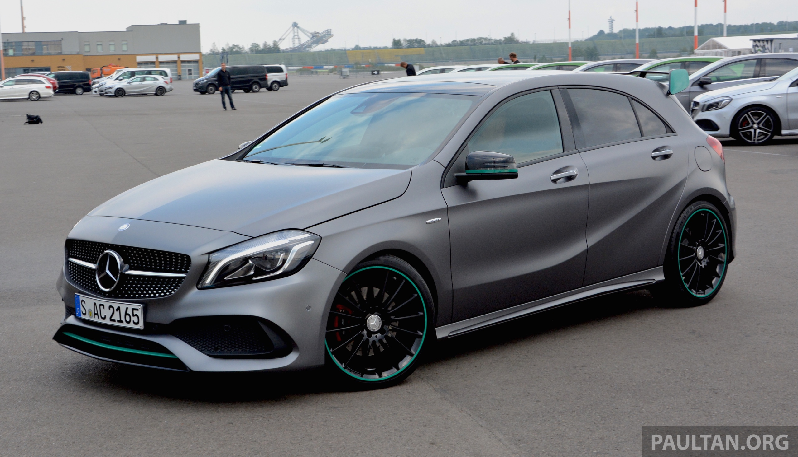 Gallery mercedes benz a class motorsport edition for Mercedes benz petronas