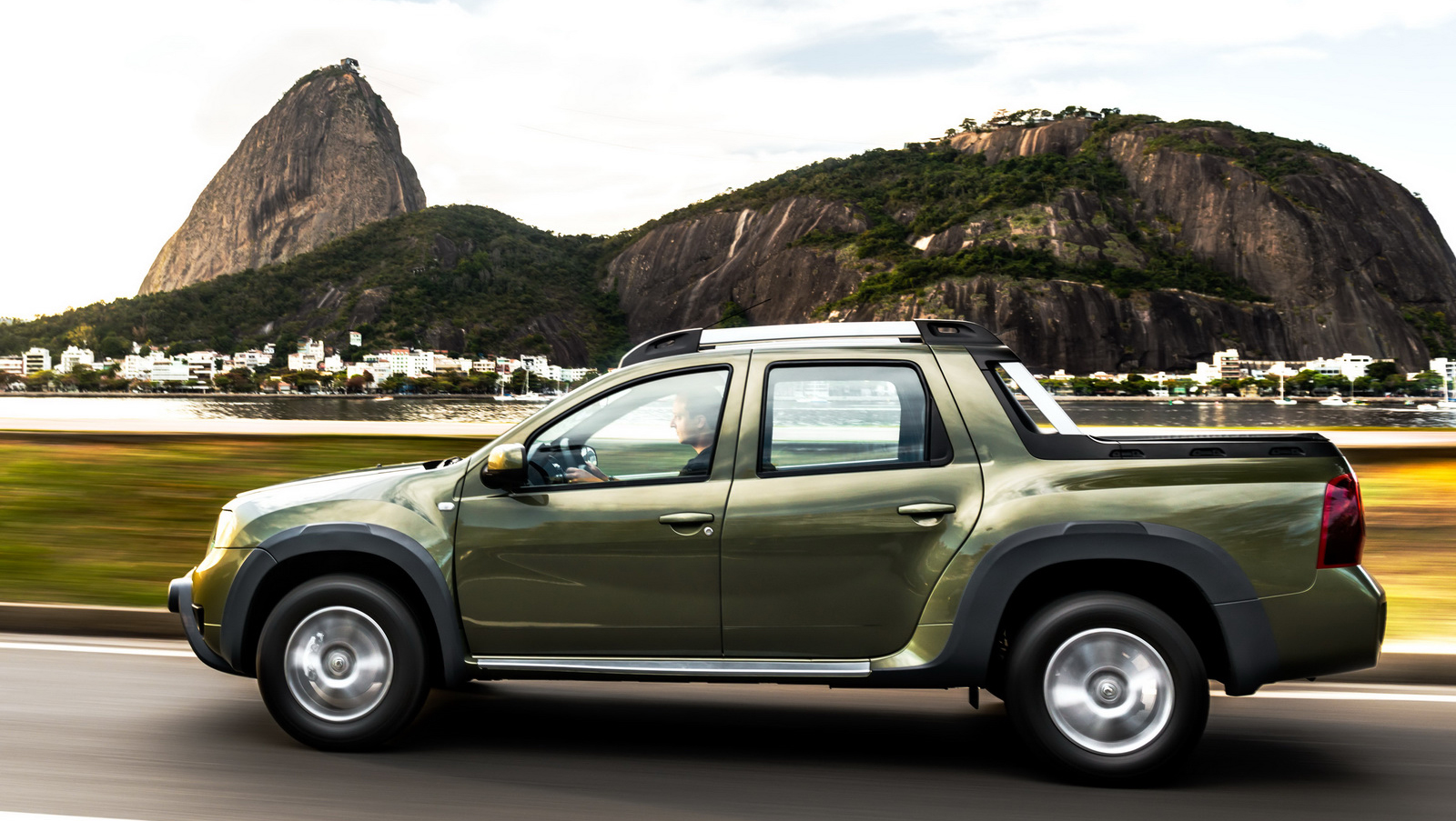 renault duster oroch pick up truck launched in brazil image 385526. Black Bedroom Furniture Sets. Home Design Ideas