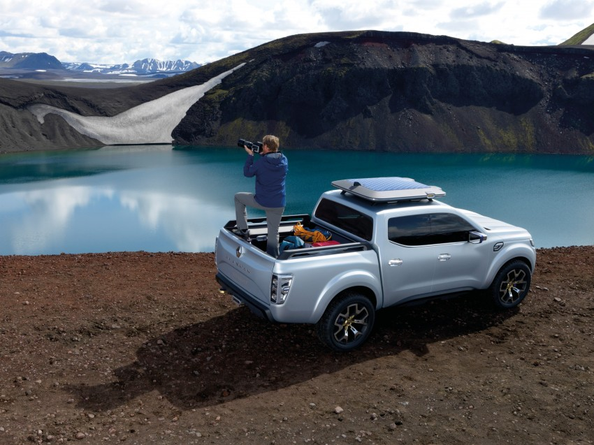 Renault Alaskan pick-up truck concept unveiled; Frankfurt debut – it's a French Nissan NP300 Navara! Image #375397