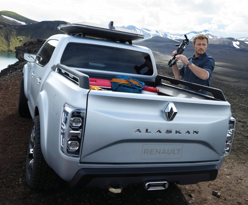 Renault Alaskan pick-up truck concept unveiled; Frankfurt debut – it's a French Nissan NP300 Navara! Image #375399