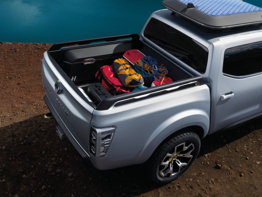 Renault Alaskan pick-up truck concept unveiled; Frankfurt debut – it's a French Nissan NP300 Navara! Image #375400