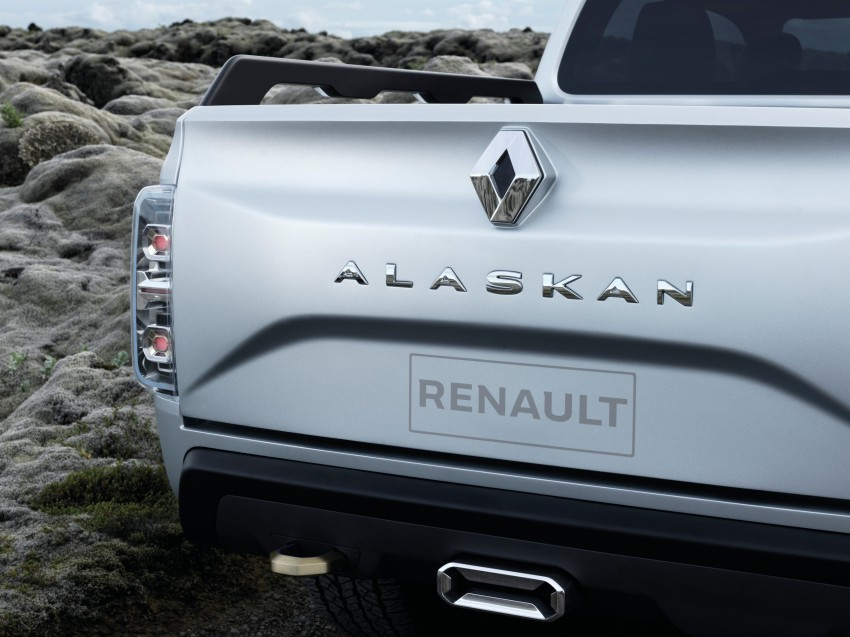 Renault Alaskan pick-up truck concept unveiled; Frankfurt debut – it's a French Nissan NP300 Navara! Image #375413