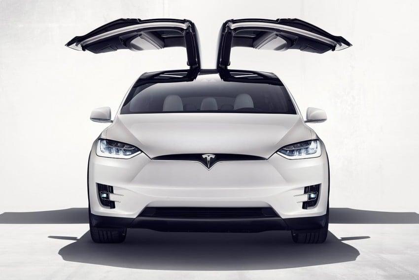 Tesla Model X finally debuts – three-row SUV detailed Image #385580
