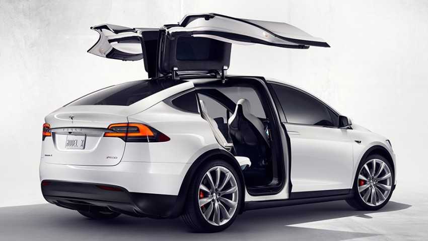 Tesla Model X – first pictures of production model out; has seven seats, is expensive, but ludicrously fast Image #374351