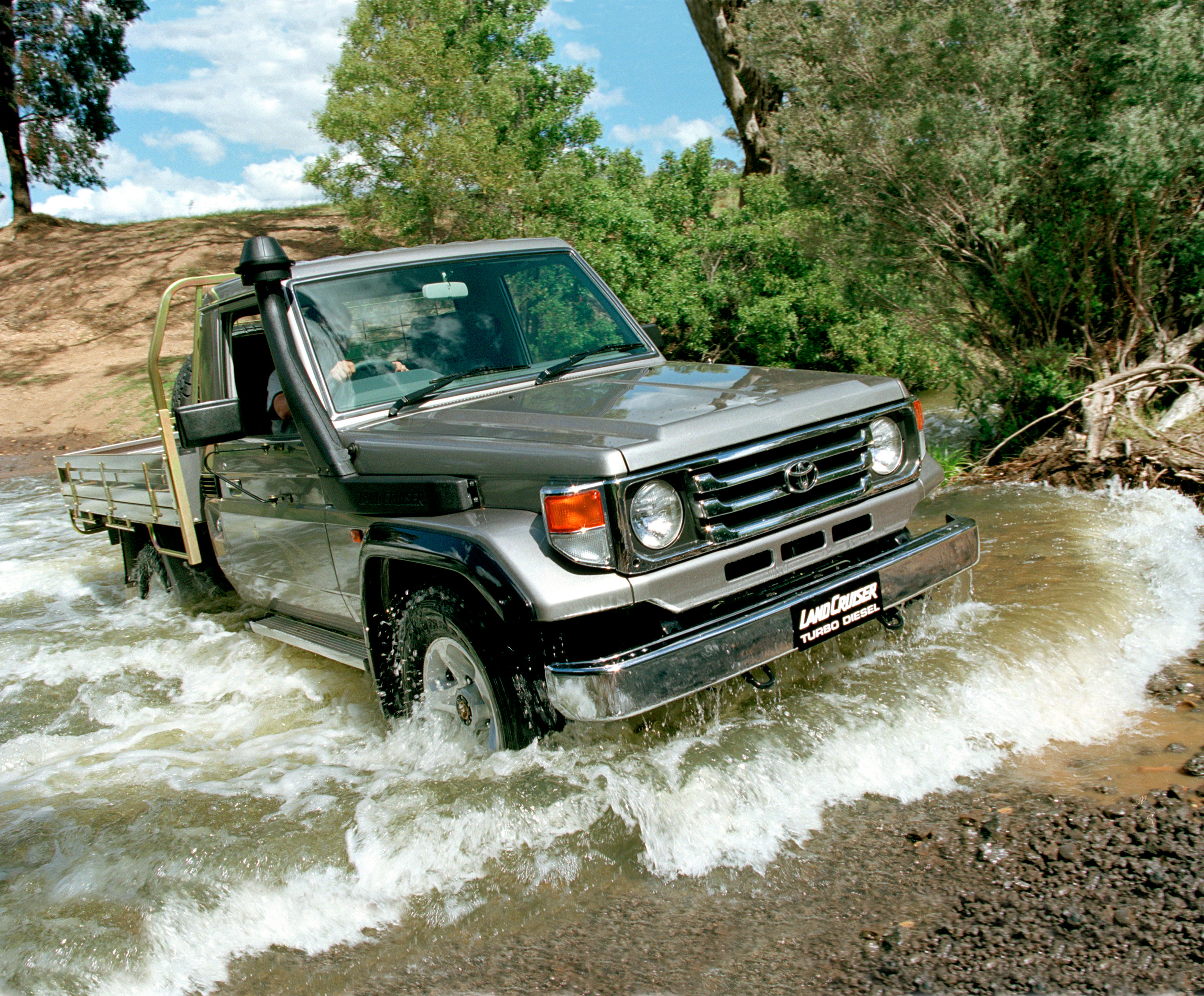 Toyota Land Cruiser 70 Set To Be 5 Star Ancap Rated Paul Tan Image 2015 383181