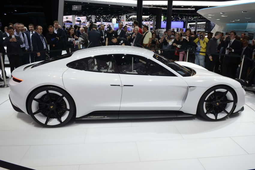 Frankfurt 2015: Porsche Mission E Concept revealed Image #381244