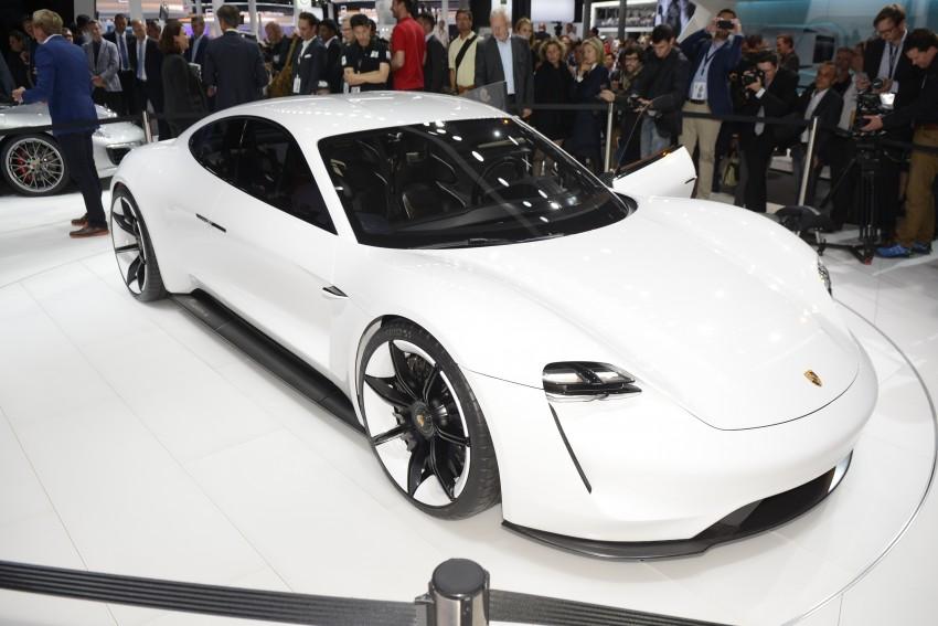Frankfurt 2015: Porsche Mission E Concept revealed Image #381245