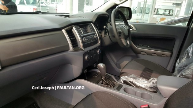 2015-ford-ranger-facelift-spied-in-showrooms-4