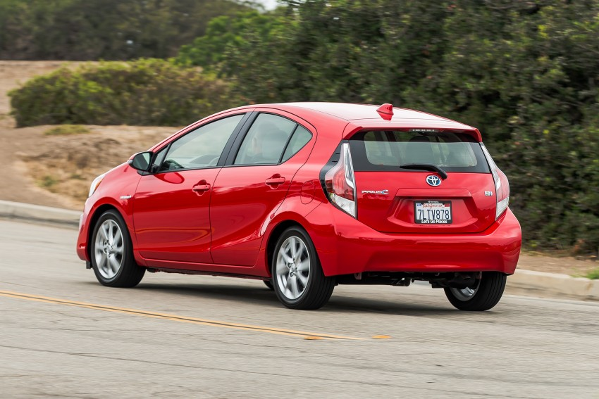 2016 Toyota Prius c gets Safety Sense, special edition Image #393675