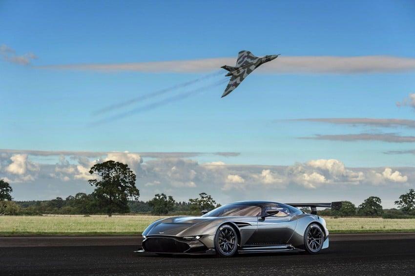 VIDEO: Aston Martin Vulcan pays visit to its namesake Image #387870