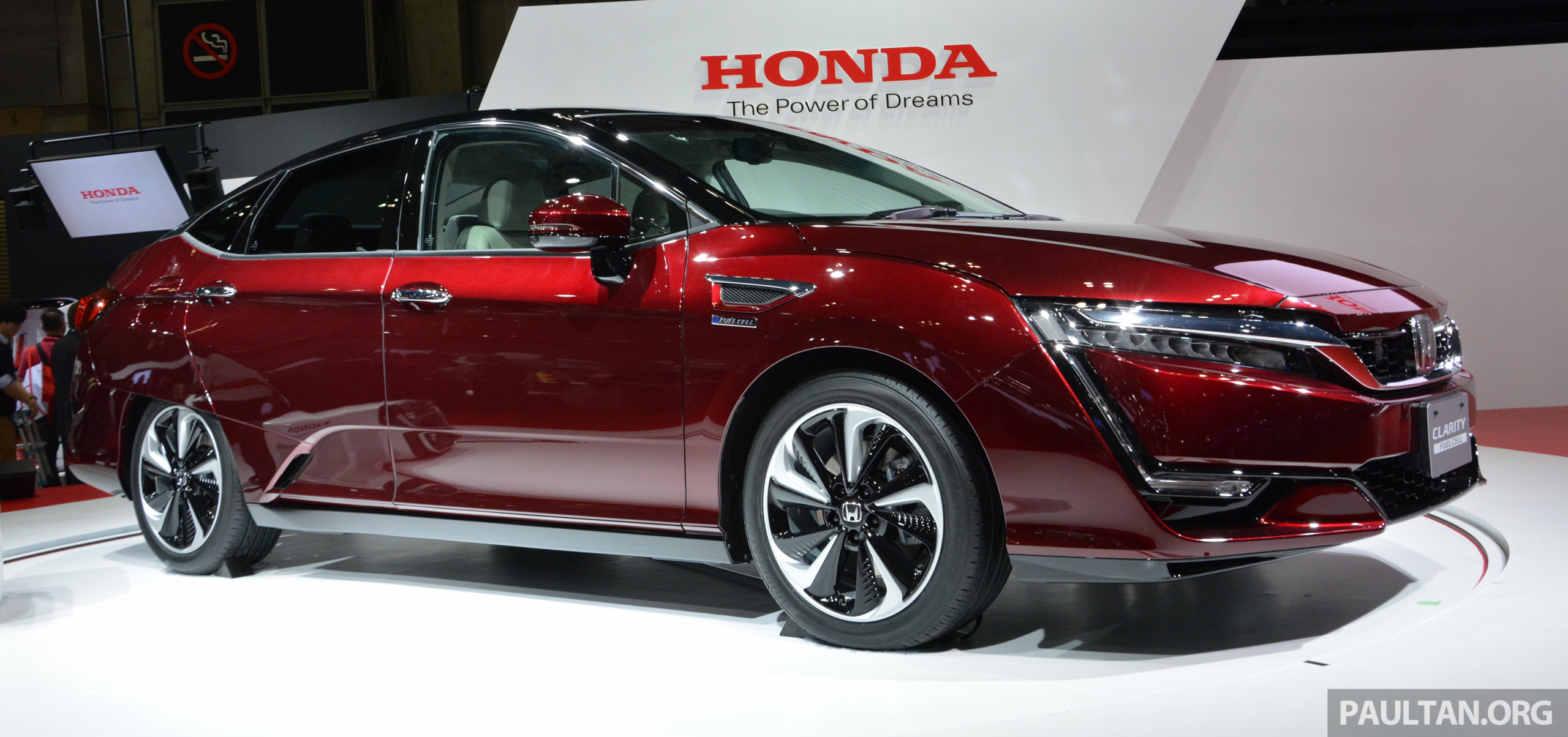 Tokyo 2015 Honda Clarity Fuel Cell makes its debut Image