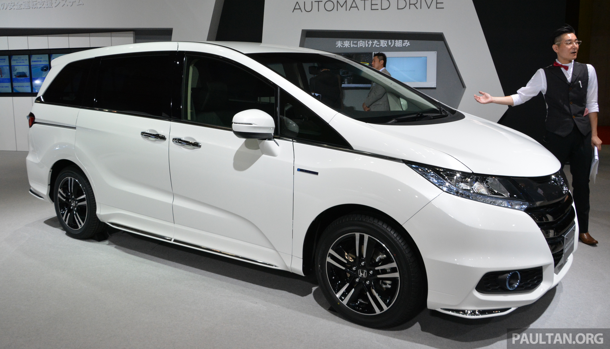 tokyo 2015 honda odyssey hybrid makes its debut. Black Bedroom Furniture Sets. Home Design Ideas
