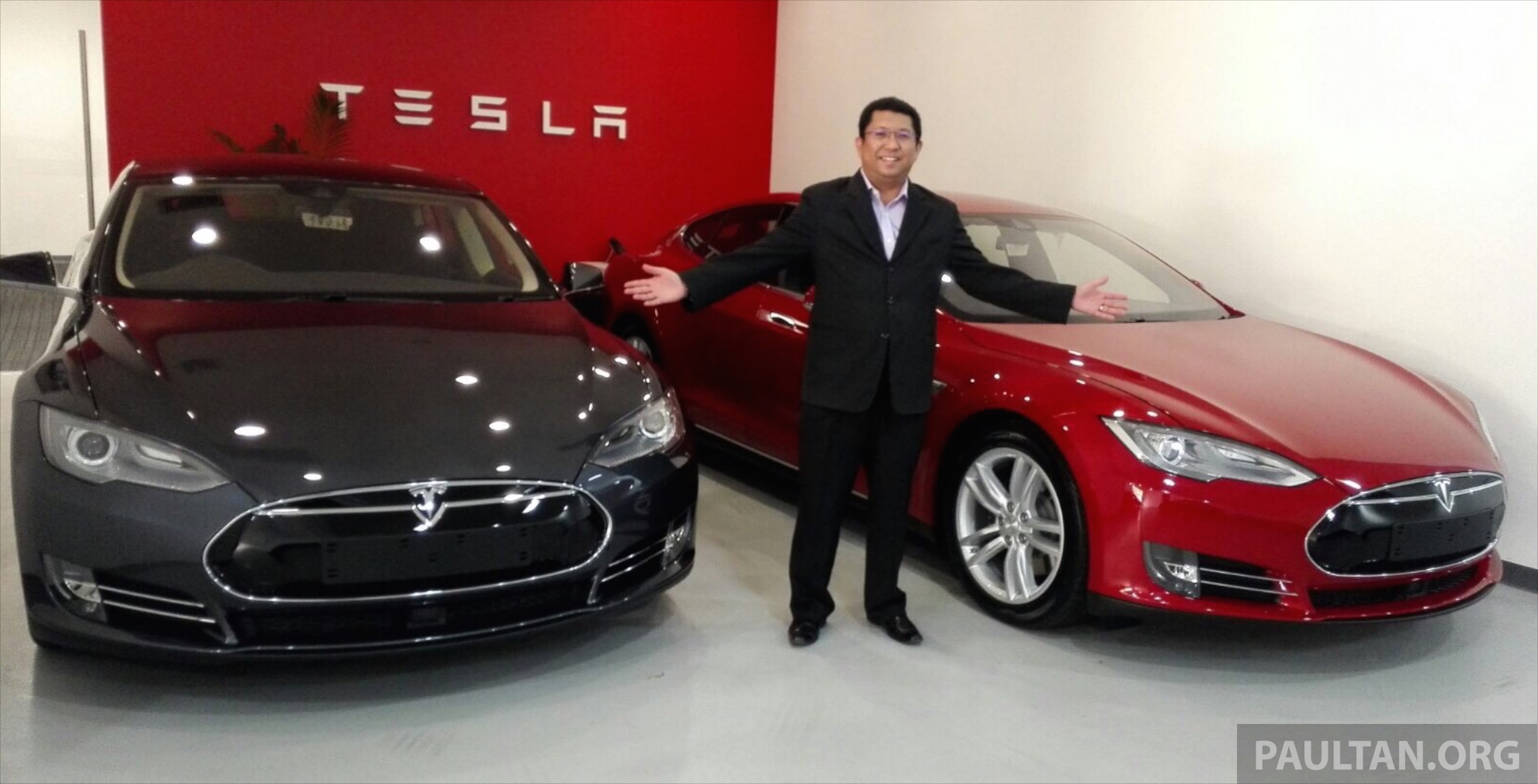 Tesla Model S 85 - first two cars on way in to Malaysia ...