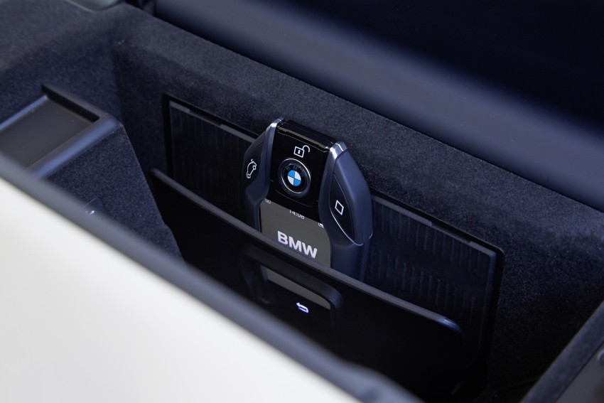 GALLERY: G11 BMW 7 Series in right hand drive form Image #391620