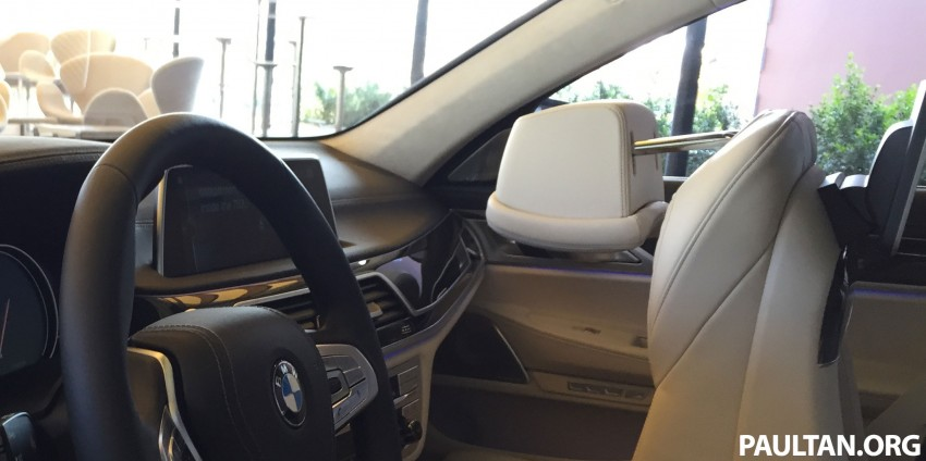 Battle of the lounge seats: W222 Mercedes-Benz S-Class and G11 BMW 7-Series rear seats compared Image #386529